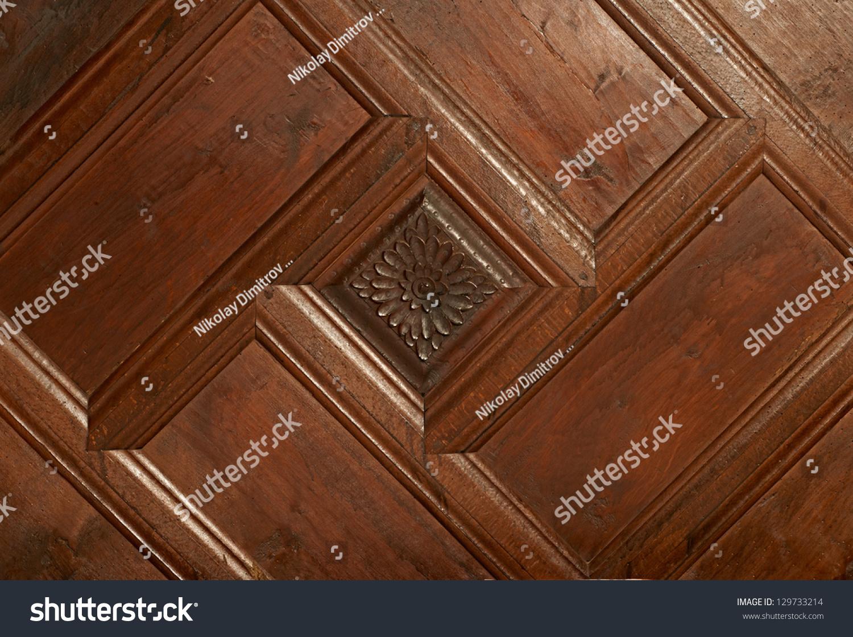 从zheravna村传统手工雕刻的木制装饰的木房子