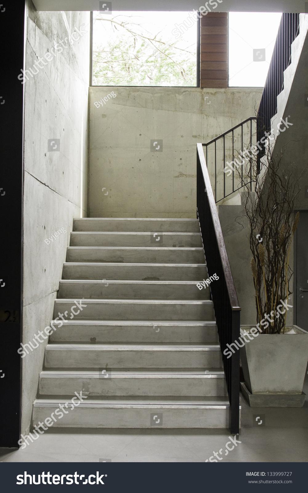现代与木制楼梯扶手-编辑-海洛创意(hellorf)-中国