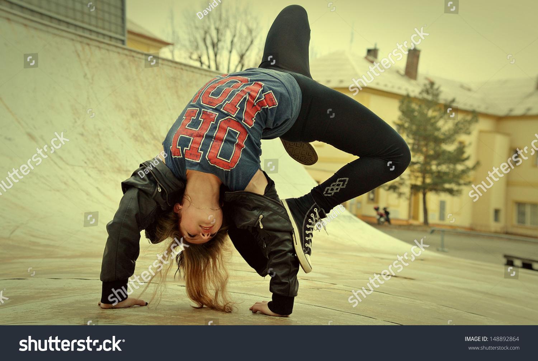 跳街舞的女孩