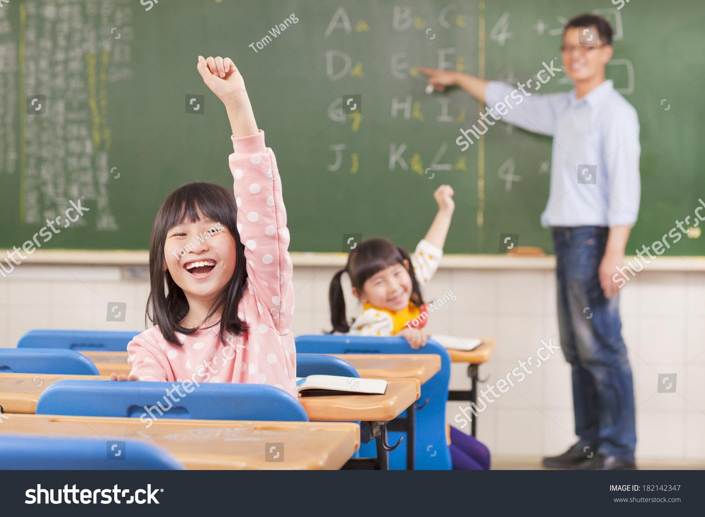 亚洲小学生在课上举手-教育,人物-海洛创意(hellorf)图片