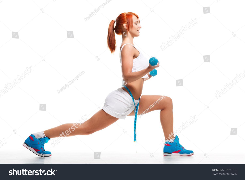 女人用哑铃锻炼