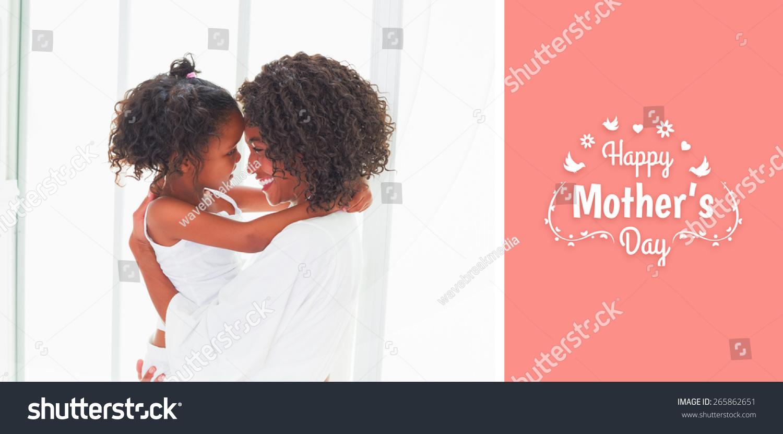 母亲节的问候与可爱的小女孩拥抱她的母亲-人物,运动