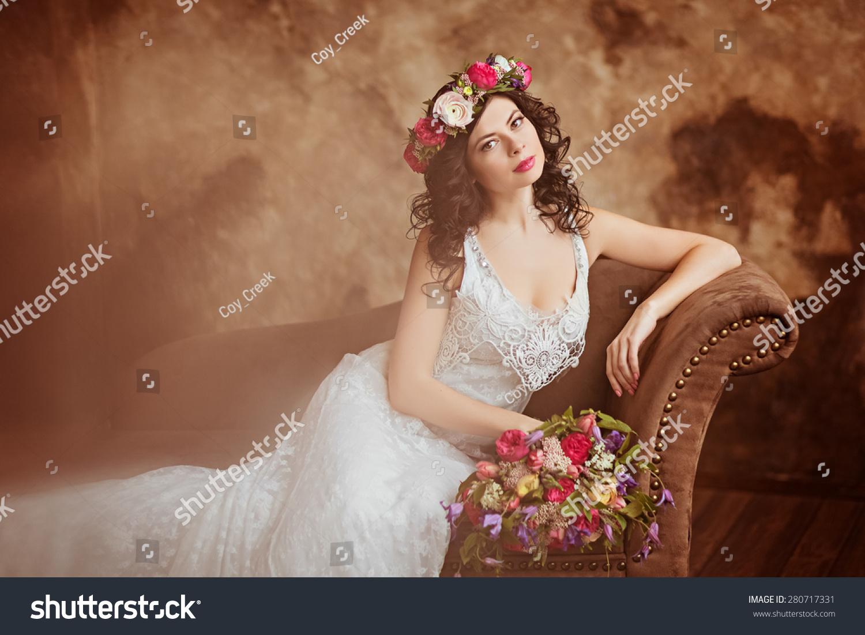 2016创意欧式坐在沙发上的婚纱照