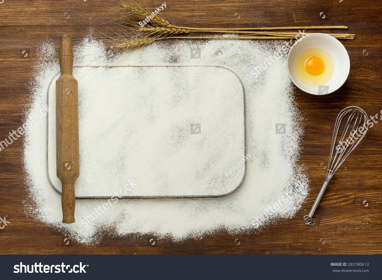农村的木头餐桌用空白的烹饪书和烹饪工具.背景免费