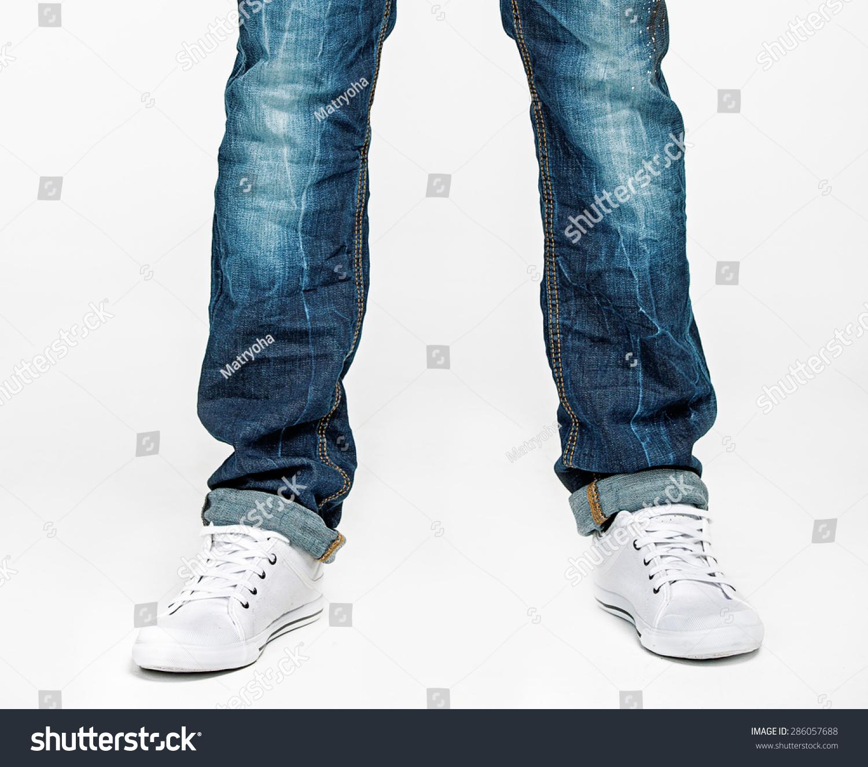 用报纸做衣服和裤子的步骤图片