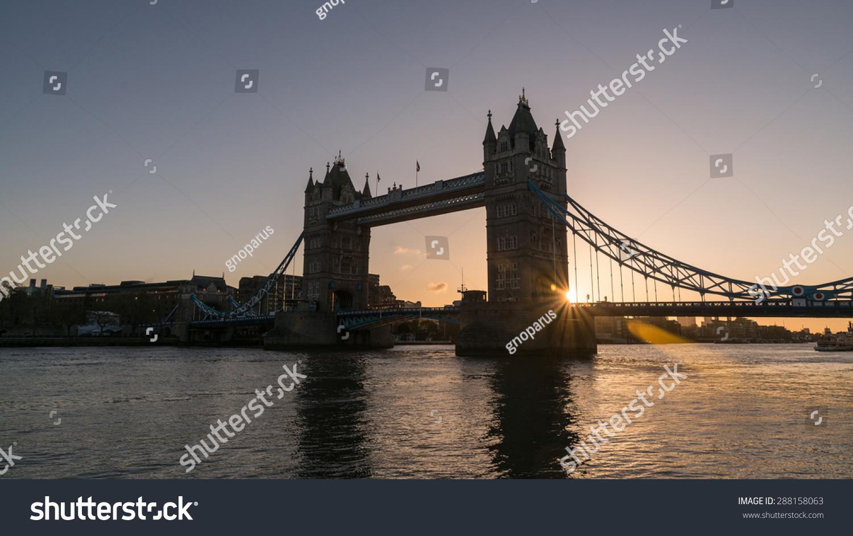 伦敦塔桥在日出-建筑物/地标-海洛创意(hellorf)