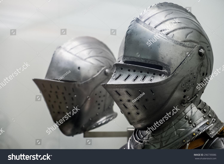 铁中世纪骑士的头盔