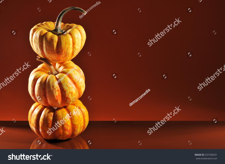 三个万圣节南瓜橙色镜像背景-食品及饮料,假期-海洛()