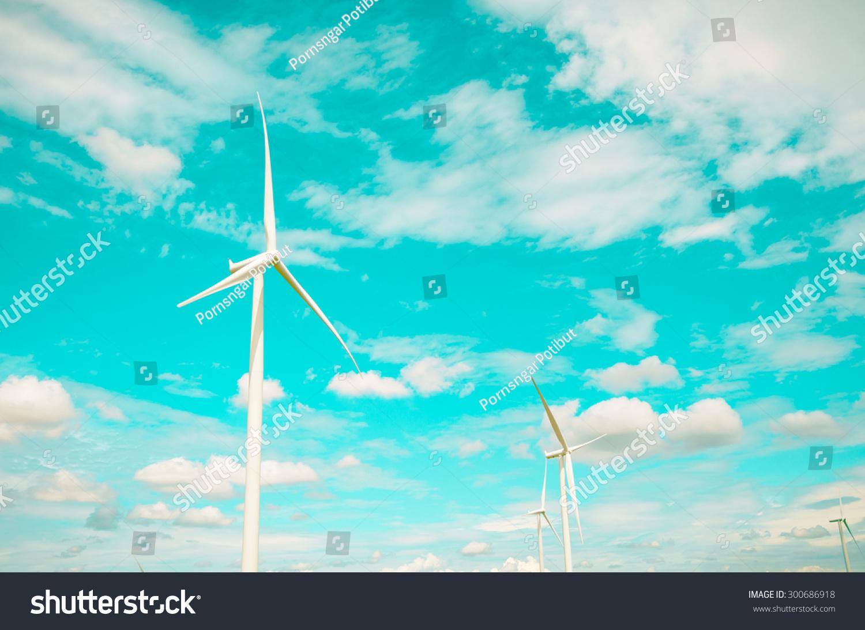 风力涡轮机发电替代能源与天空和云背景彩色过滤器