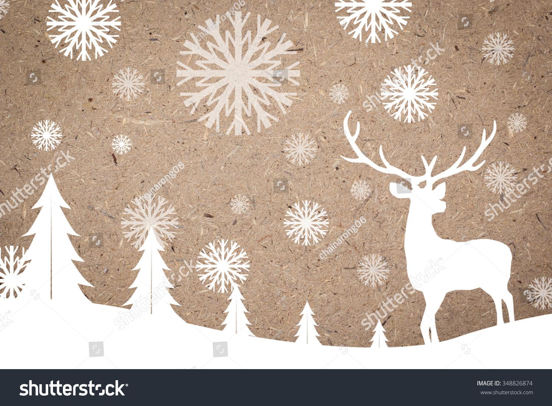 轮廓的白色驯鹿在软木板背景庆祝圣诞节装饰概念