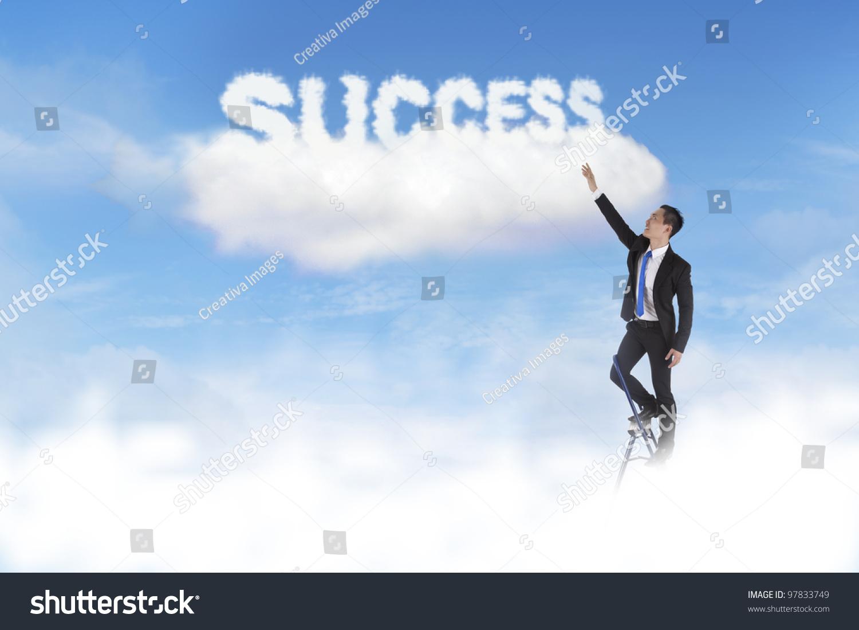 商人爬梯子到达天空的云词的成功-商业/金融,人物-()